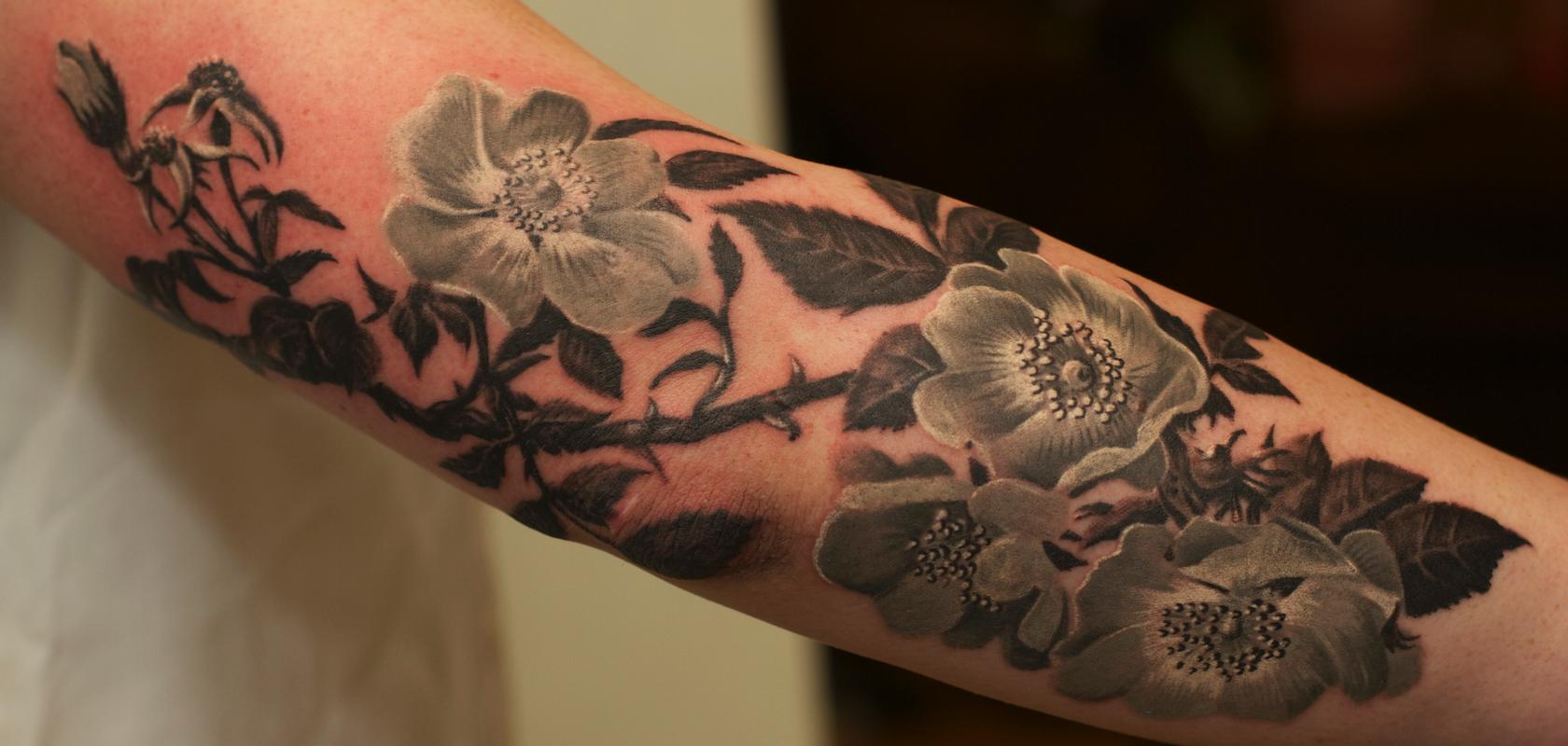 55 flower tattoos representing love and beauty black flower tattoos image source findyourtattoo izmirmasajfo