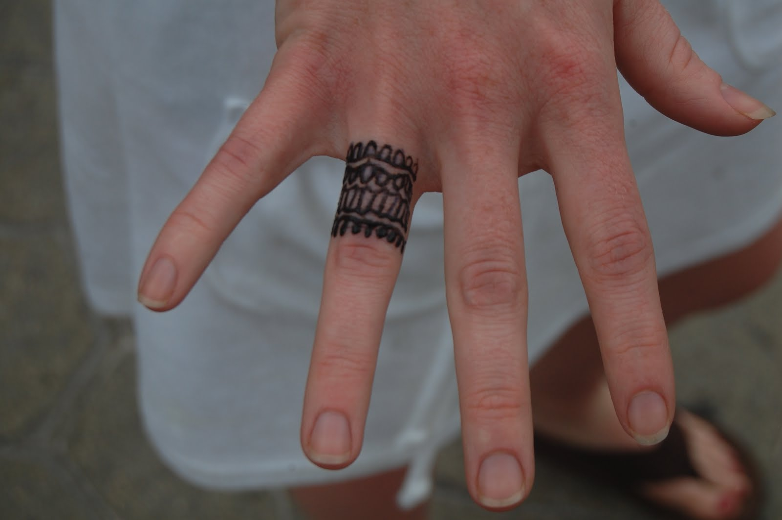 f5318054191d5 Amazing Ring tattoo. Image Source: Jisise