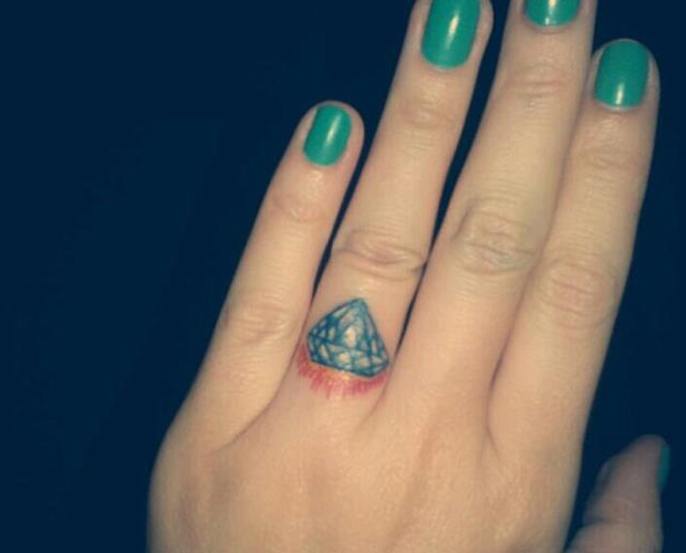Make a rocking couple by astonishing ring tattoos for Ring finger tattoos
